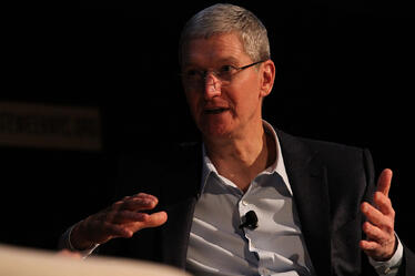 tim-cook-apple-solar